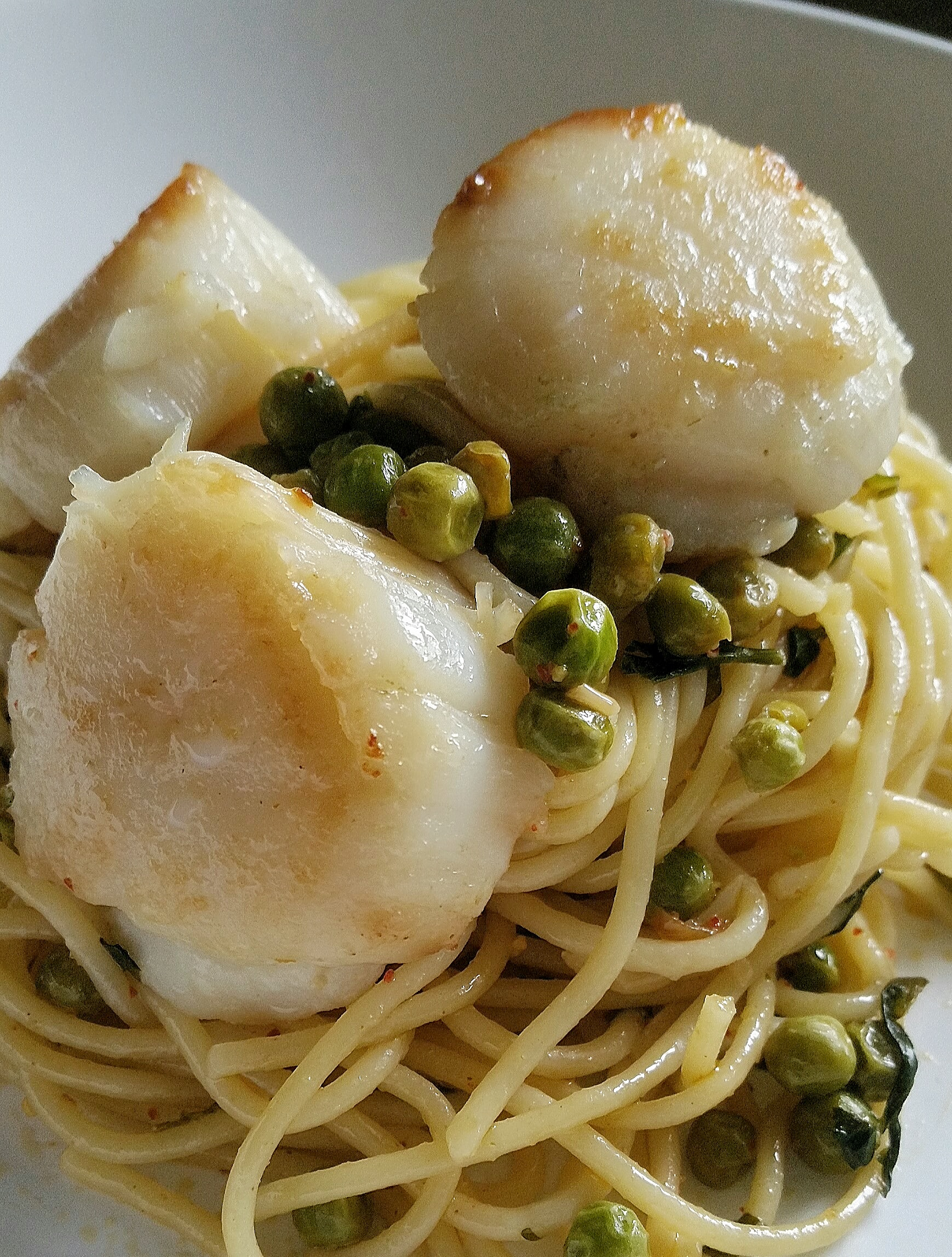 Spaghettis aux noix de Saint-Jacques et petits pois.jpg