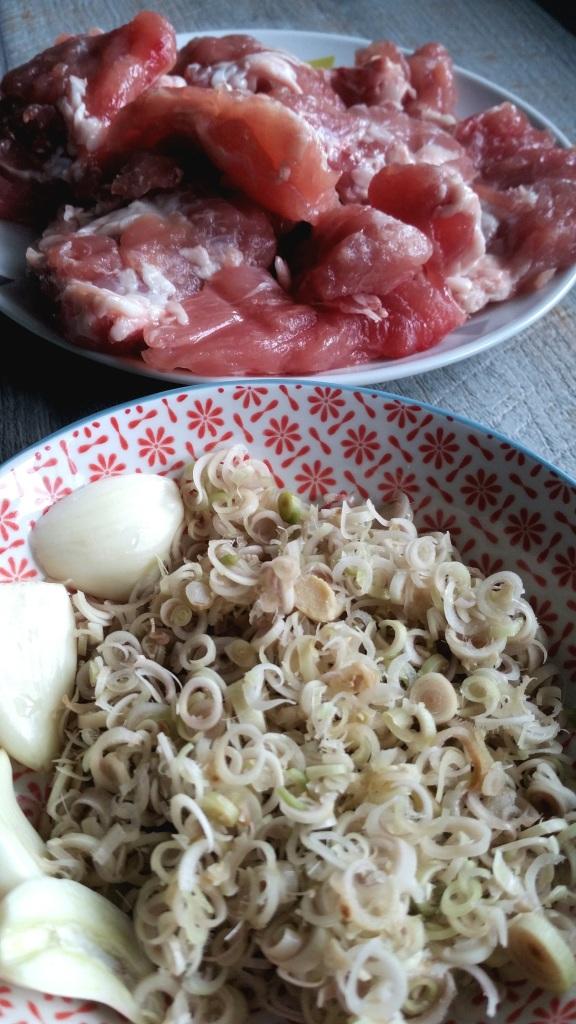 araignee-de-porc-a-la-citronnelle-et-riz-frit-aux-legumes. jpg