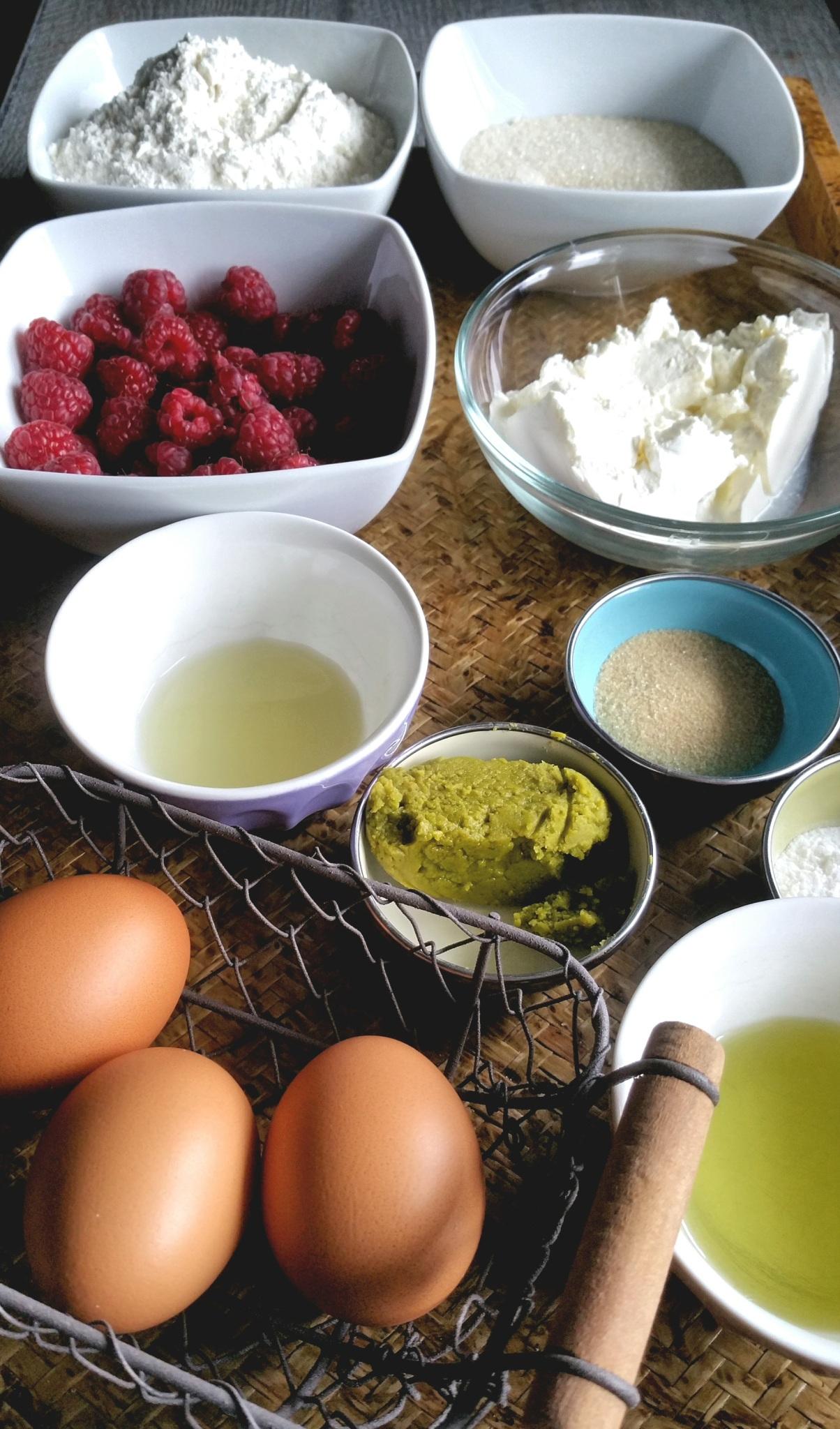 moelleux-mascarpone-pistache-fruits-rouges.jpg